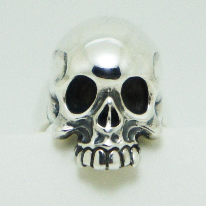 captain skull ring:海賊旗の骸骨をモチーフに作りました。少したれ目?がチャーミング♪