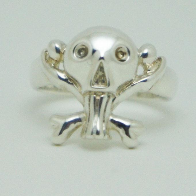 funny skull ring:ゆる~くってポップで可愛目なクロスボーンスカルのリングです。燻し無しの鏡面仕上げでより身に着けやすくなっています。