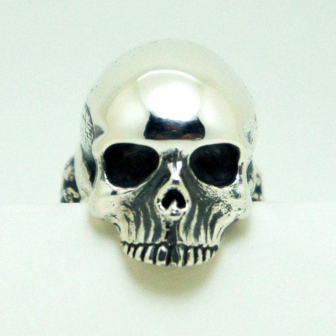 master skull ring:kausを始動した時に2ヶ月程時間をつぎ込んで制作したスカルリング。これを基に色々なデザインを発展していきます。
