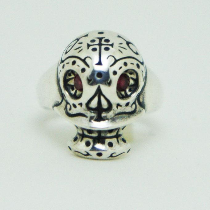 mexican skull ring:メキシカンスカルの模様が好きです★大きさも小ぶりなので女性にも人気があります♪