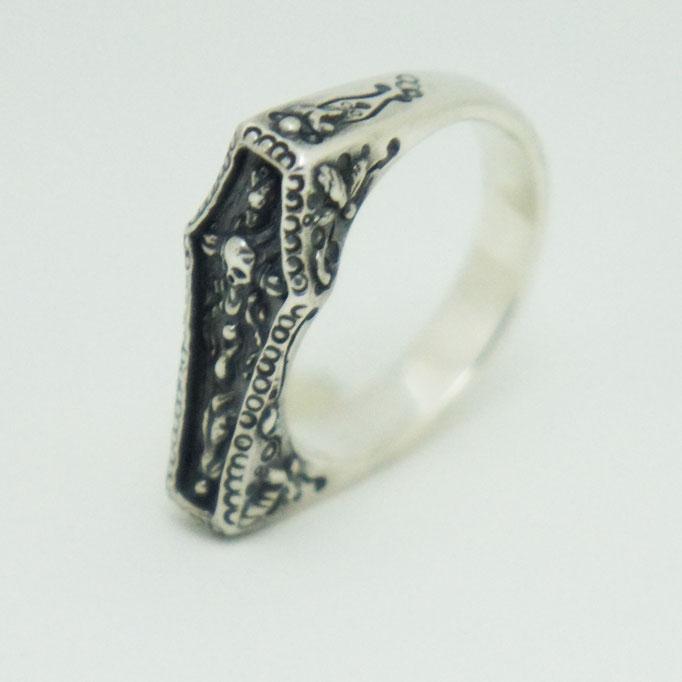 coffin ring ¥18,000