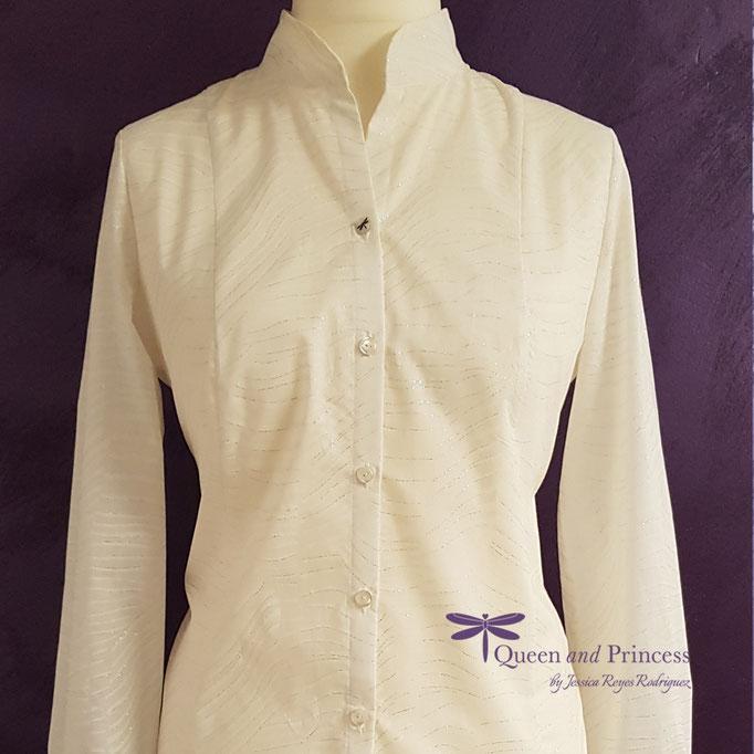 elegante Mode aus dem Münsterland, lange Bluse mit Schmuckknopf 139,-€