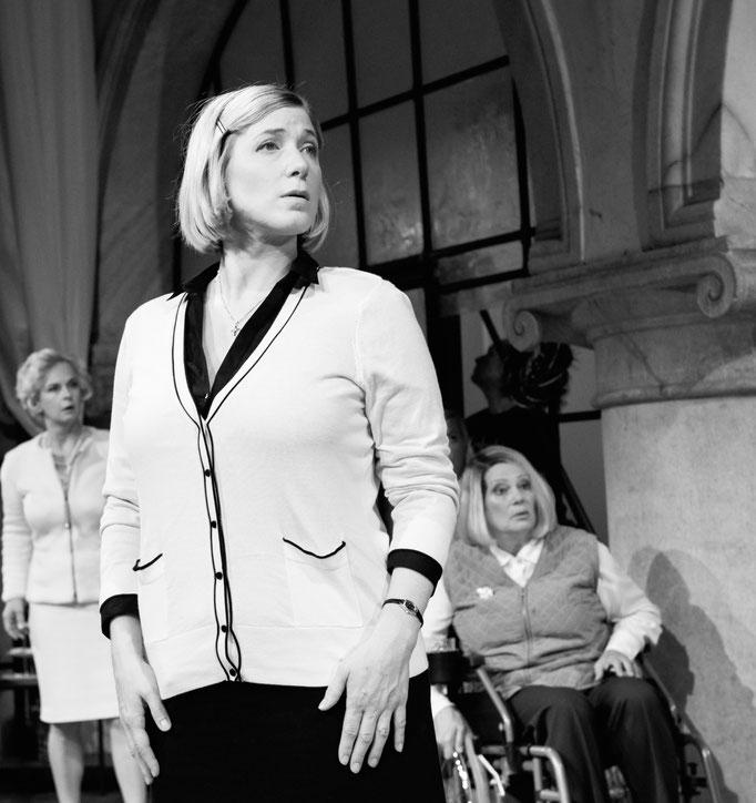 Die acht Frauen. Ensemble:Porcia 2015. Foto: Marco Riebler