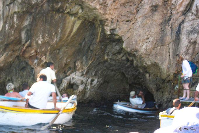 青の洞窟へ入るところ