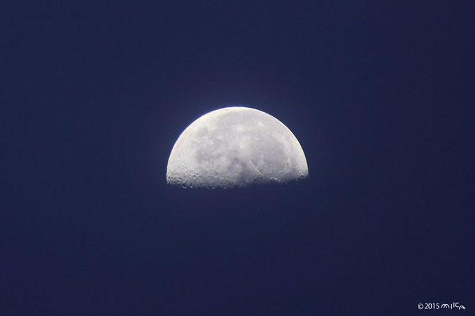 下弦の月(2015年9月5日5時頃)