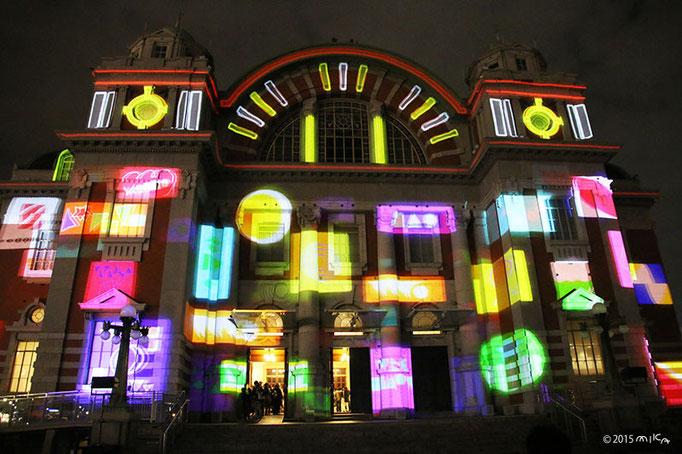 カラフルなクリスマスカラーの模様(大阪市中央公会堂プロジェクションマッピング2015)