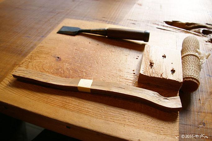 杉の木での箸づくりの材料(杉・のみ・うずくり)杉の舎にて