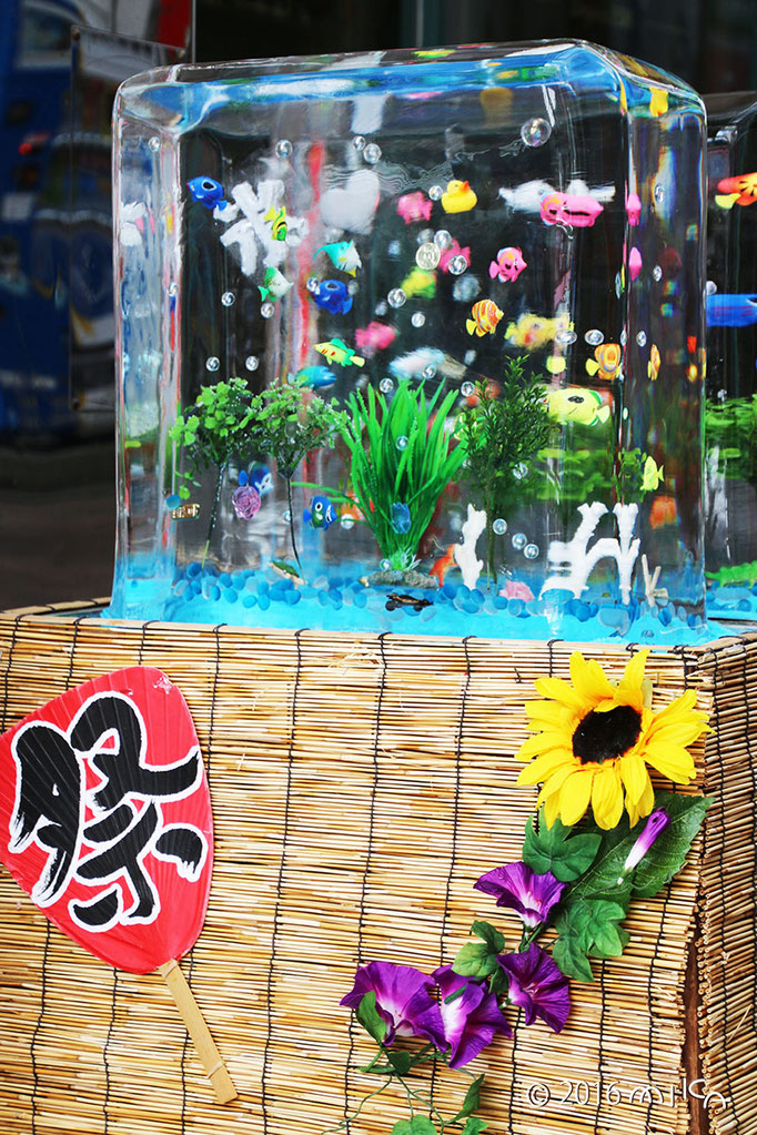 熱帯魚の氷柱のオブジェ(三宮センター街/2016年)