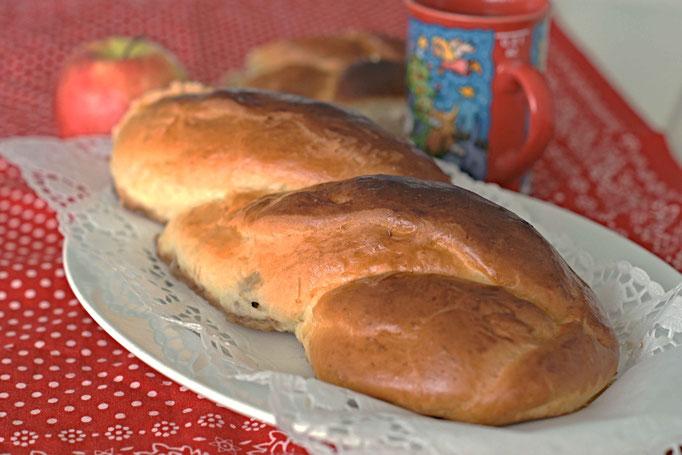 hefezopf, einfaches rezept für hefezopf, hefe, hefeteig, zopf mit äpfeln, gebäck mit äpfeln,  Rezzepte zum backen, backrezepte mit hefe, backen mit äpfeln