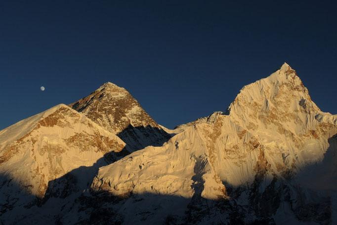Mount Everest mit Lhotse und Nuptse vom Kala Patar