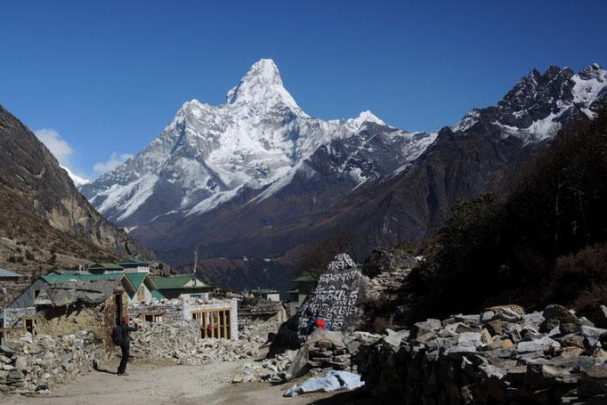 Ama Dablam aus der Ortschaft Khumjung