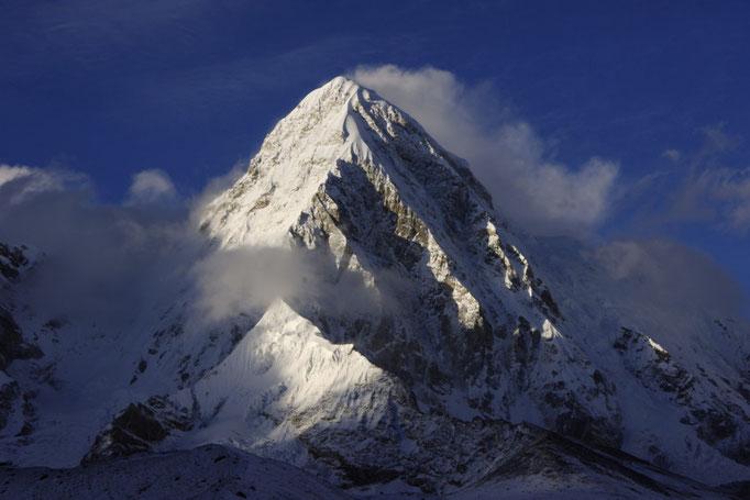 Pumori gesehen von Lobuche, Everest Trekking