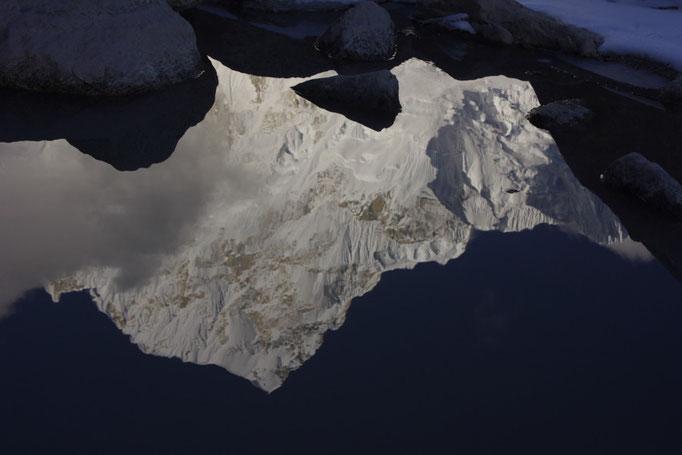 Spiegelbild, Nuptse nahe Pumori Basislager