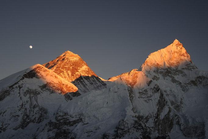 Mount Everest mit Lhotse, Nuptse im Abendlicht