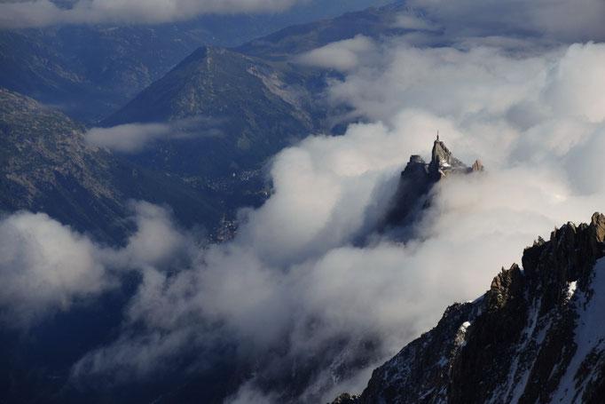 Aiguille du Midi beim Abstieg vom Mont Blanc Normalweg