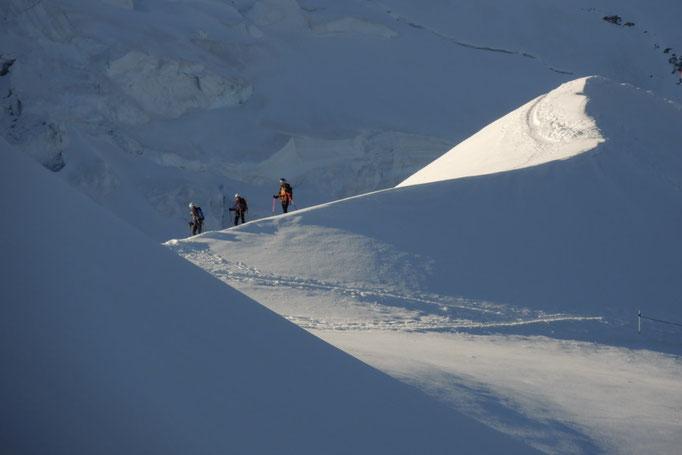 Seilschaft oberhalb der Gouter Hut am Mont Blanc