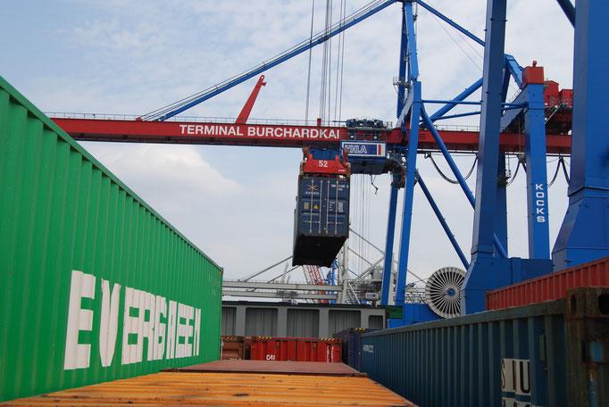 Verladearbeiten in Hamburg