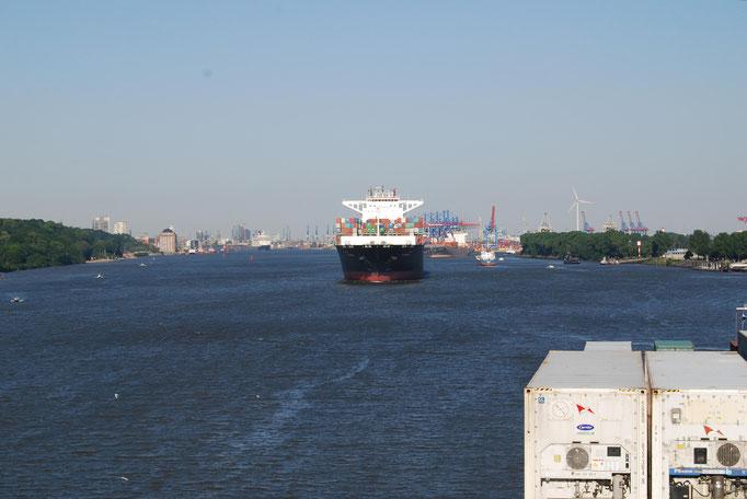 Einfahrt in Hamburg