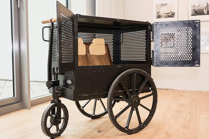 Geldtransportwagen, Ausstellung >>>AUSGERECHNET<GESELLSCHAFT>>>