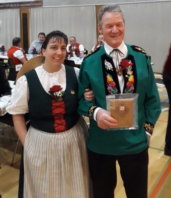 Kurt Schweizer bei der Ehrung mit Bernadette Müller