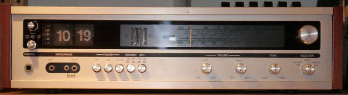 Rexton SE4416 Klappzahlen-Kassettenrekorder-Radiowecker <br> Das Gerät hat für jeden Kanal einstellbare Lautstärke. <br> Einschlafautomatik <br> AM und FM. <br> Phono-Eingang und DIN Eingang