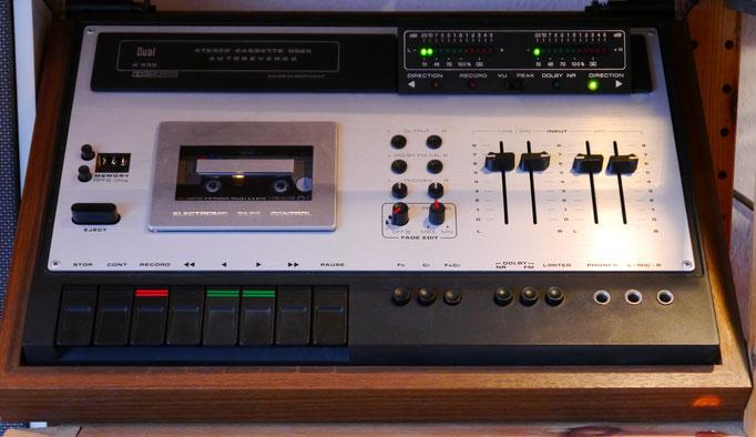 Typ: vier Spuren - 2Kanal-Stereo, Baujahr:1977, Bandarten: CrO2, FeCr, Normal, Frequenzgang: Normalband 20-14000Hz, CrO2-Band 20-16000Hz, FeCr-Band 20-17000Hz, Auto-Reverse: ja, Dolby: B