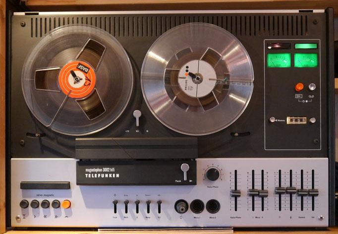 Telefunken Magnetophon 3000 Hifi, Viertelspur-Stereo-Gerät mit 3 Bandgeschwindigkeiten und servomagnetischer Tipptastensteuerung.