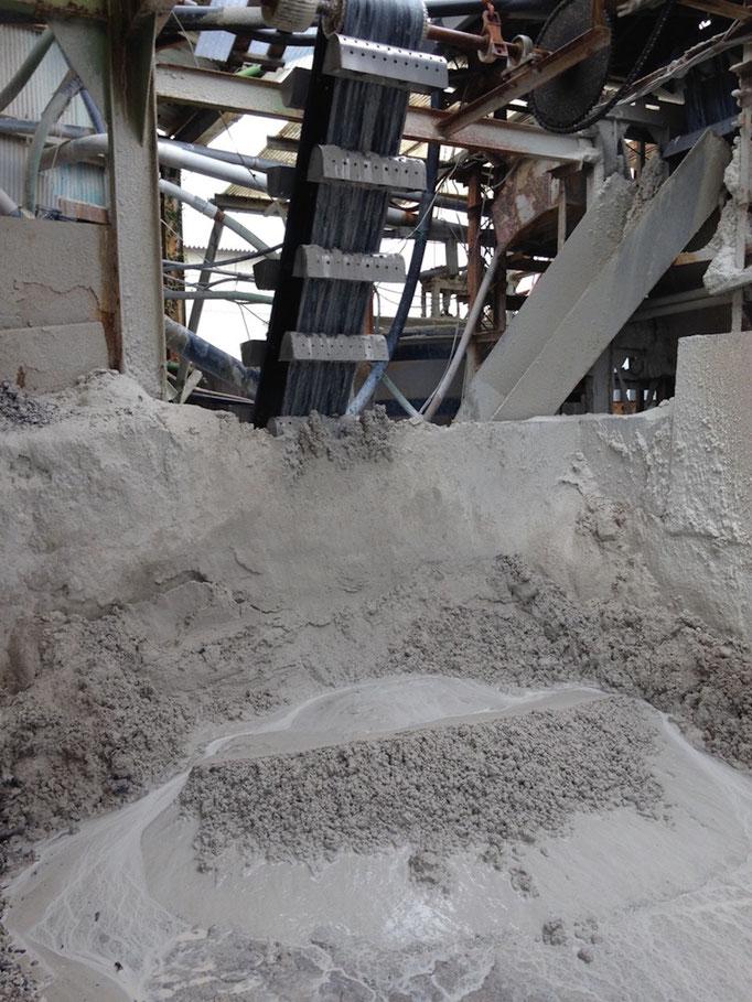 「微砂」生成: 混合珪砂生成後、より粒度の細かい微砂が生成されます。