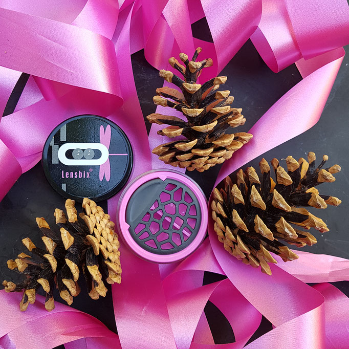 Rosa Weihnachtsschleife mit Lensbix Kontaktlinsenbehälter Aktuell Weihnachten