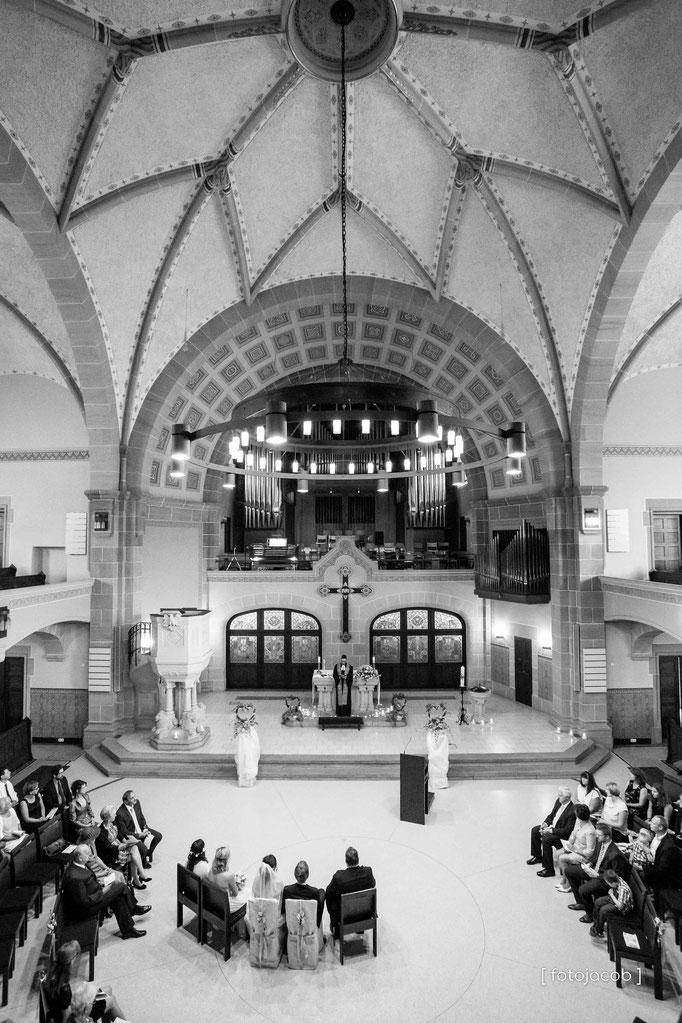 peterskirchen in weinheim im innenraum als hochformat