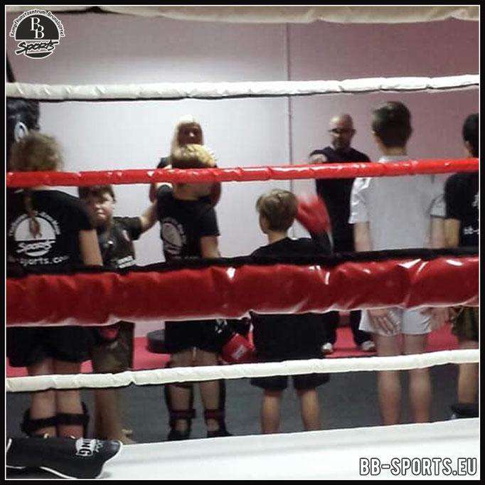 Kickboxtraining der Kinder
