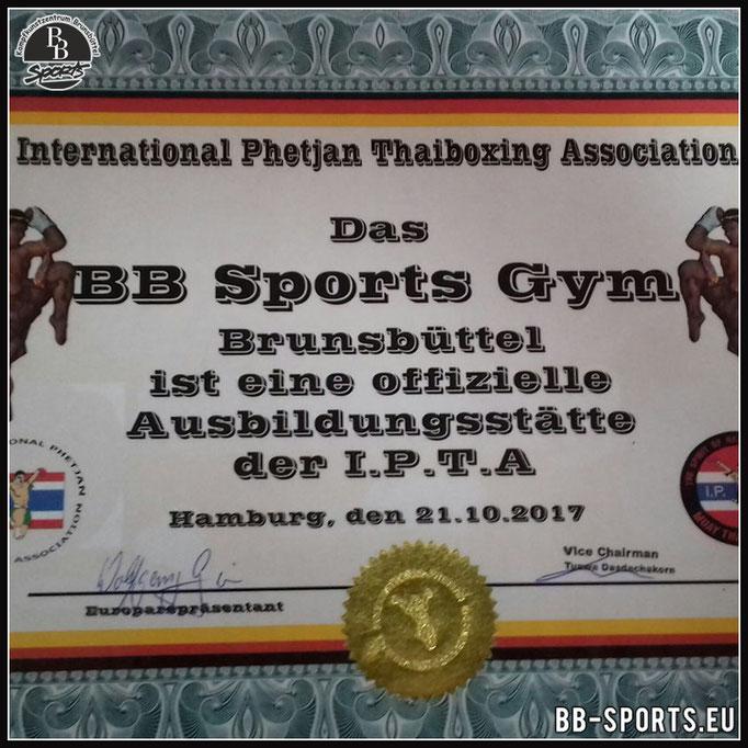 Wir sind eine offizielle Ausbildungstelle für MuayThai und Kickboxen der I.P.T.A.