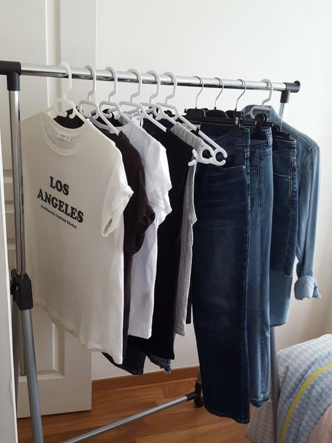 Tee-shirst basiques et jeans