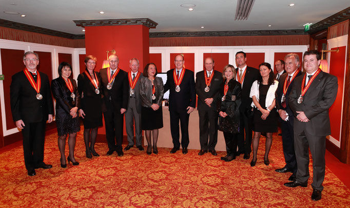 Prince Albert II with the Burgundy winemakers and the organisers of the Chevaliers dinner in Monaco