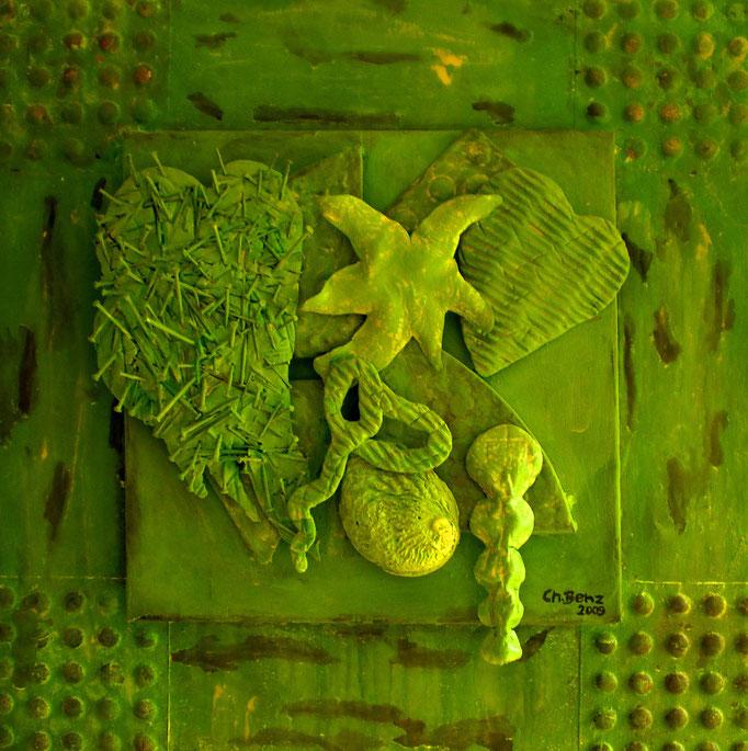 abstrakte Komposition, 2009. Keramik-Relief auf Metallplatte, 50x50cm © Christian Benz