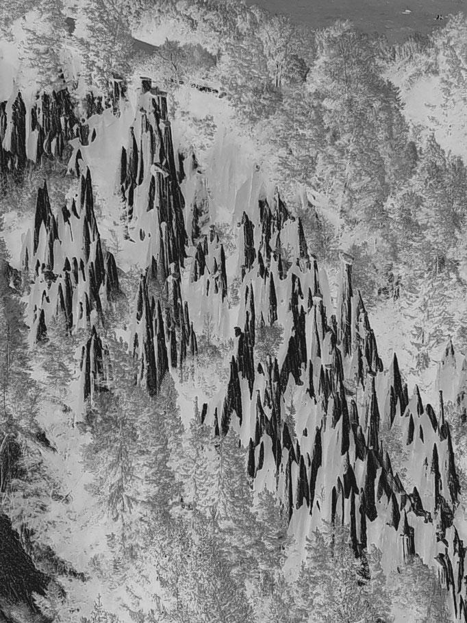 Bozener Erdpyramiden, 2017. Fotoprint, limitierte Auflage von fünf Fotos, 30x40 cm © Christian Benz