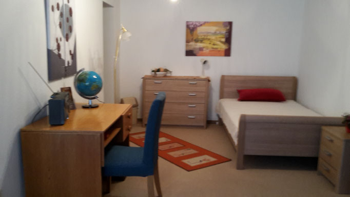 Großes Bett (120 cm breit) f. 3. Person