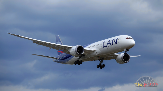 LATAM Airlines Boeing 787-9 CC-BGI (LAN Airlines Livery)