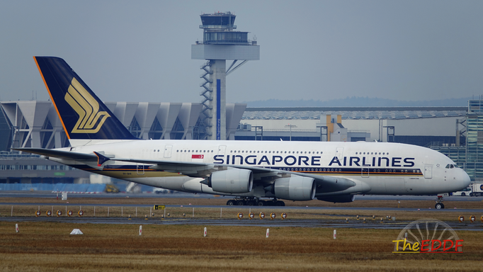 Singapore Airlines Airbus A380-800 9V-SKR
