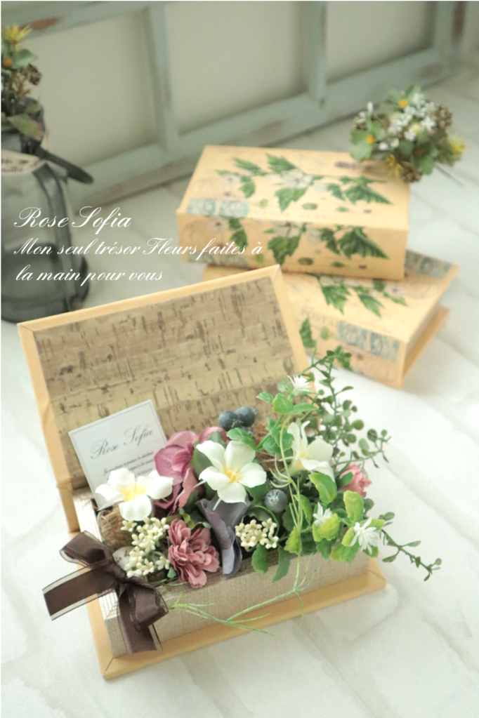 Flower Book 11x19xH14  ¥4500+税 (¥4,950)※季節のお花でアレンジできます)