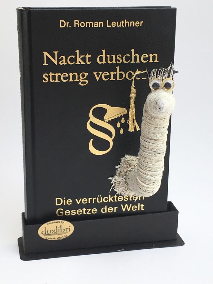 (022) Paul auf stehendem Buch mit  Magisterhut und  handgefertigter Buchstütze, 58,00€ zzgl. Versandkosten