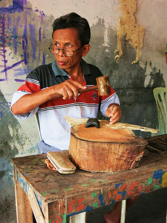 Herstellung der Ledermarionetten