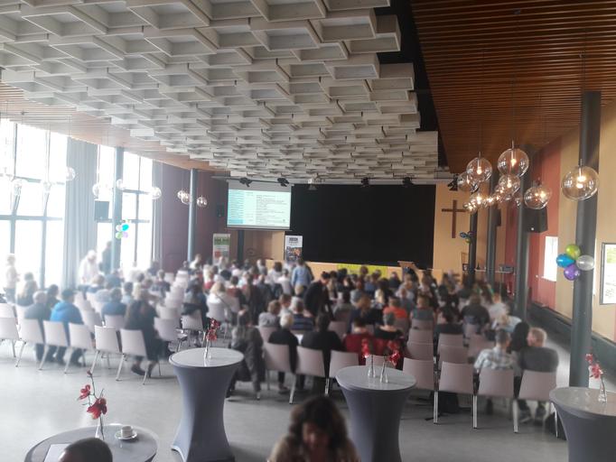 Der Festsaal der Berliner Stadtmission, am Ende war jeder Stuhl besetzt.