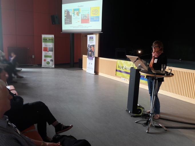 Anne von bipolaris e.V. während ihres bewegenden Vortrags zu Bewältigungsstrategien.