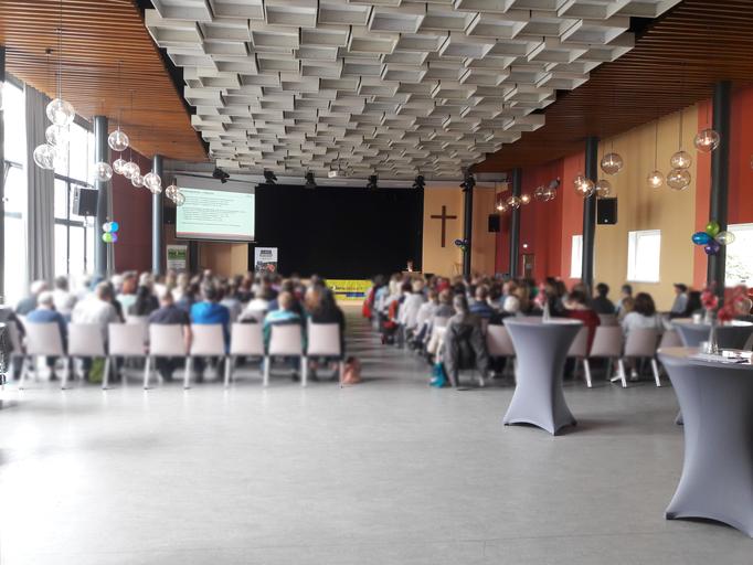 Der gut gefüllte Festsaal am Vormittag zum Hauptvortrag.