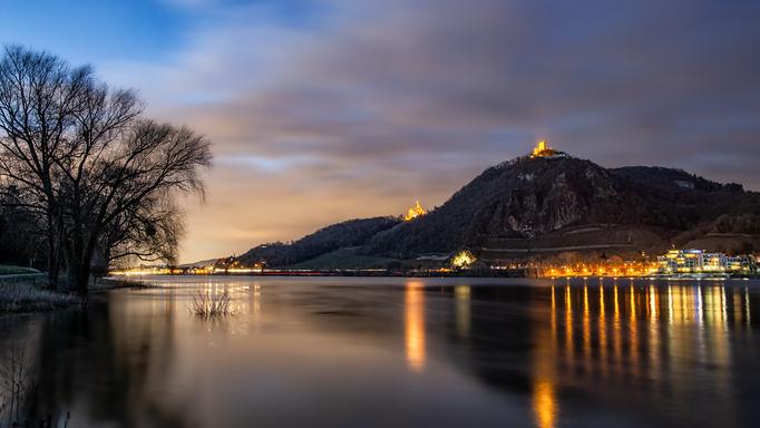 Drachenfels vom Rheinufer in Mehlem