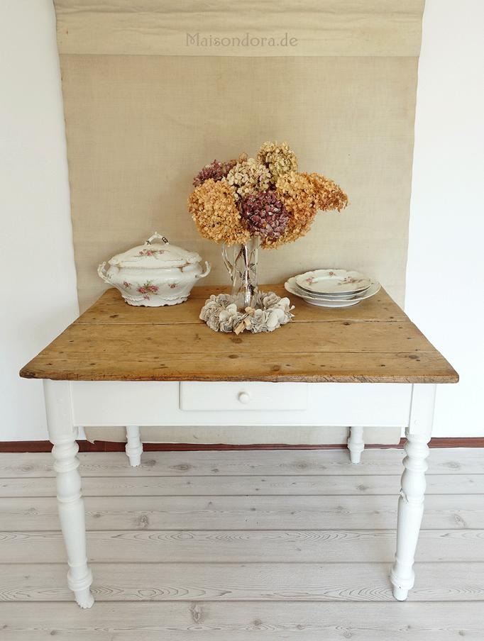 Antiker Weicholz-Tisch