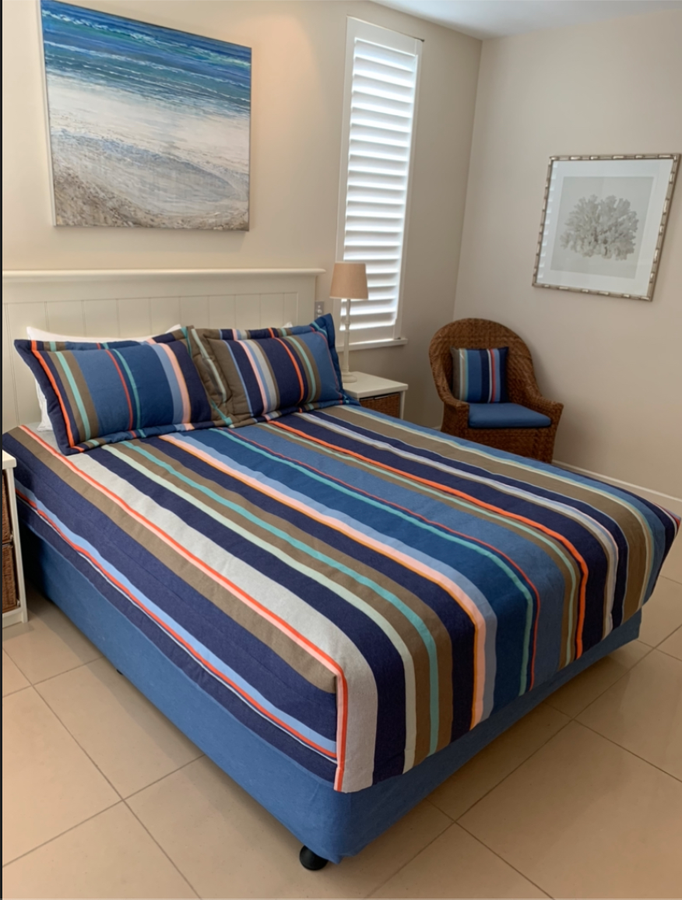 Les Toiles du Soleil striped cotton canvas matching bed and pillow covers