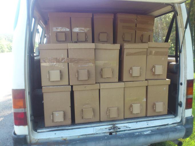 Пчелопакеты загруженные в микроавтобус для отправки нашим клиентам