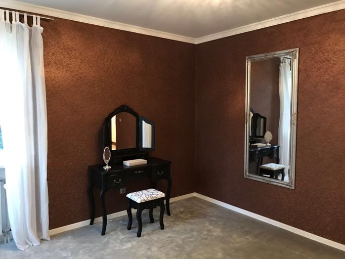 Gesamt Konzept Ankleidezimmer (Teppich, Tapete, Stuck und Farbe)